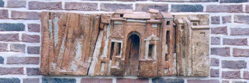 La Porte St. Firmin. Disparue aujourd'hui, évoque le renforcement des remparts à l'époque des invasions barbares. H 0m 40, L 1m 30.